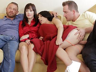 Family Flicks - S8:E1